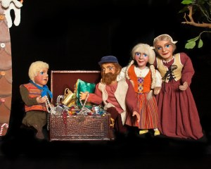 Hansel and Gretel at home with their parents. Photo by Mark Oristano.